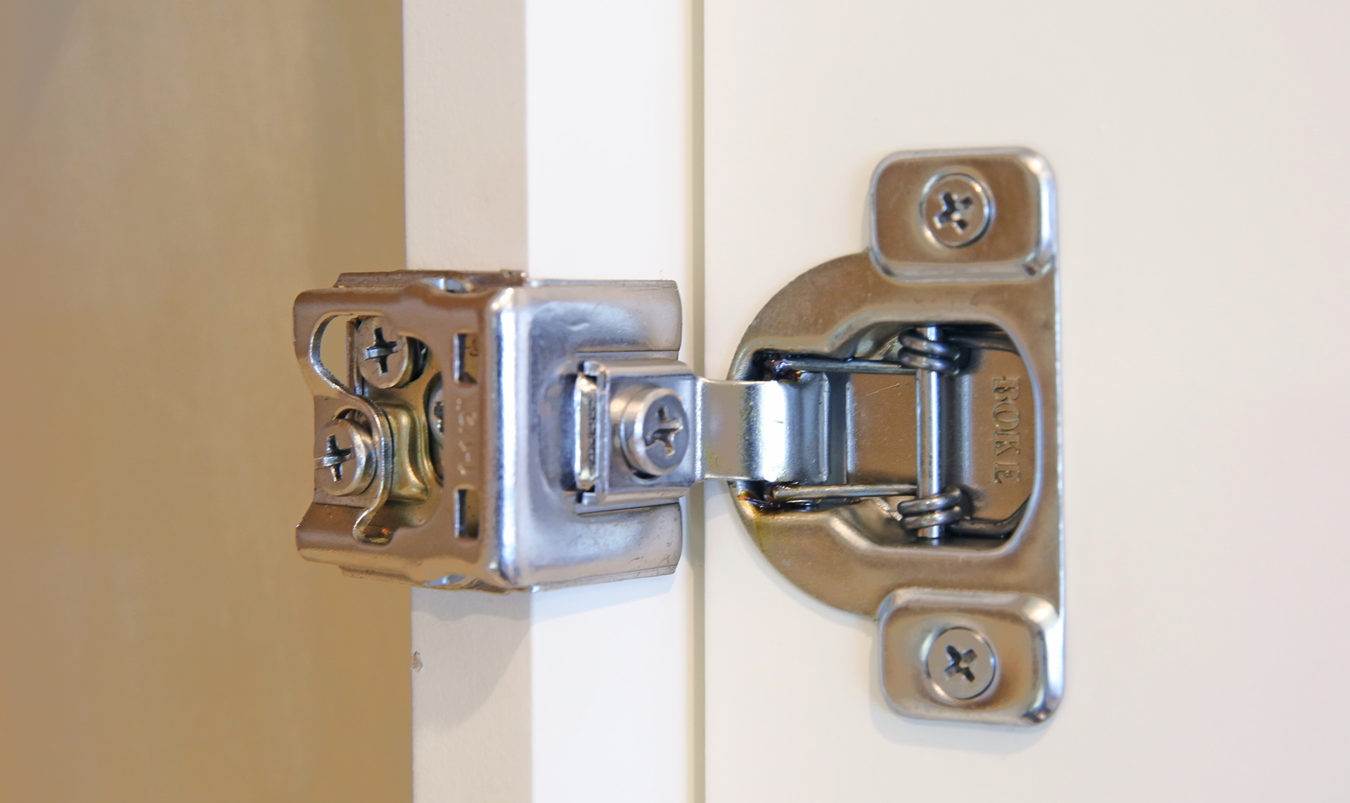 soft-hinge-close-CabinetCorp