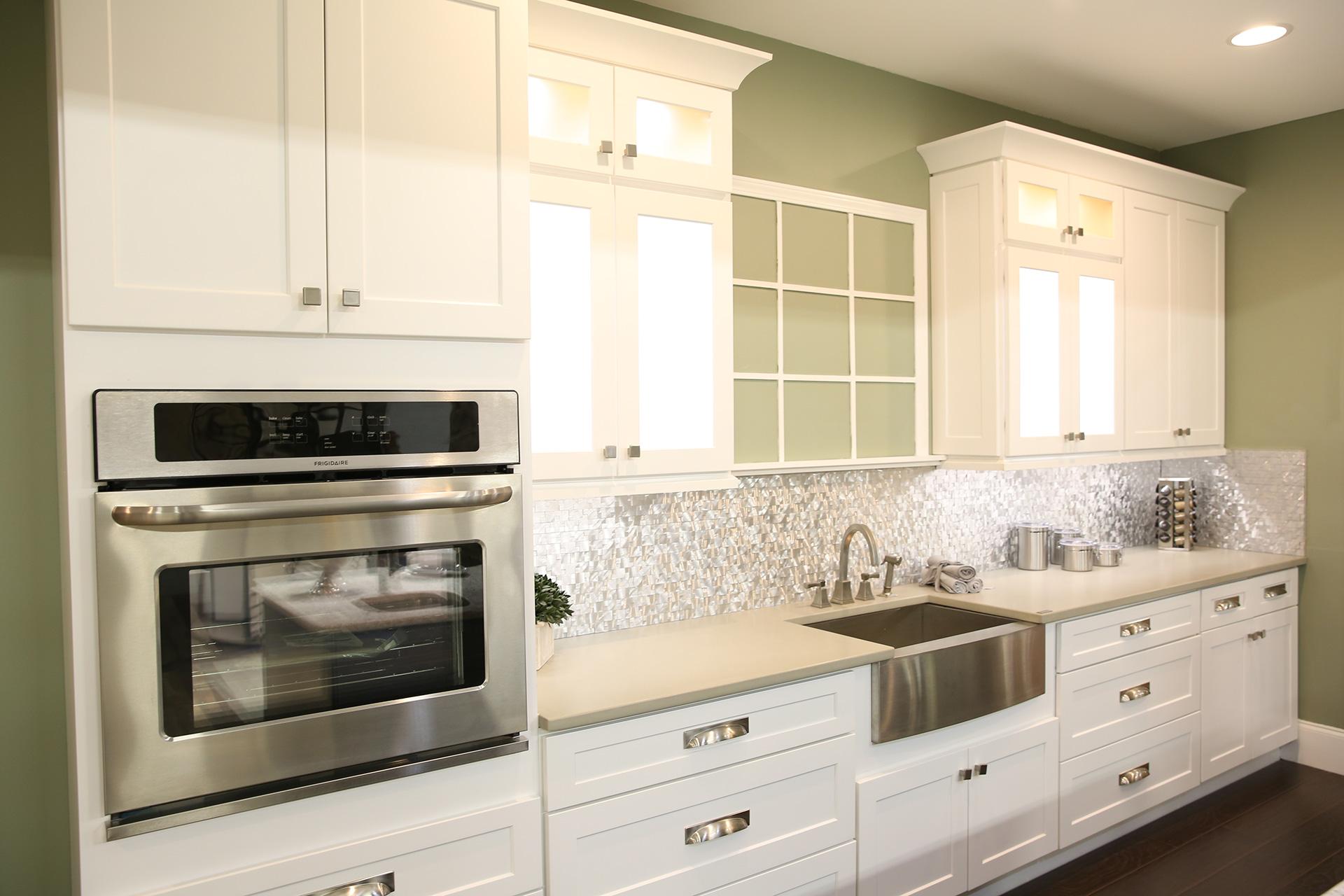 White Shaker-style Kitchen Cabinets