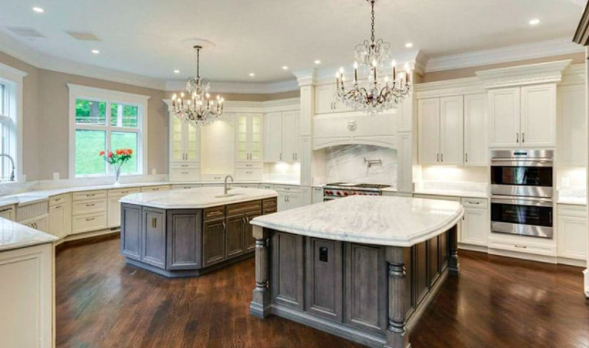 Reinvent Your Client S Kitchen With Two Tone Kitchen Cabinets Cabinetcorp