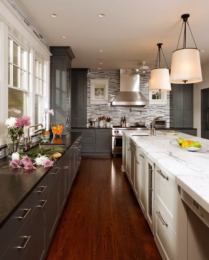 Kitchen With Two Tone Cabinets, Are Two Tone Kitchen Cabinets In Style 2020